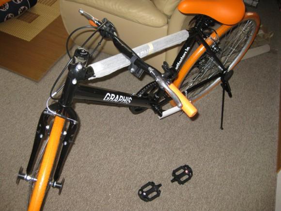 組み立て前のクロスバイク