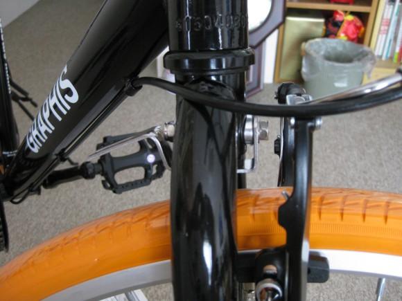 クロスバイクGRAPHIS GR-001フェンダー取り付け前輪