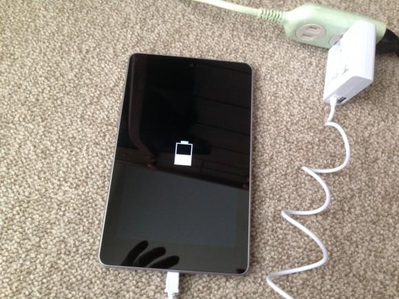 アンドロイドタブレット ASUS Nexus7(ME370T) 充電中
