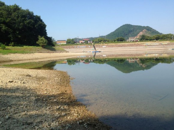 水量が激減している入鹿池